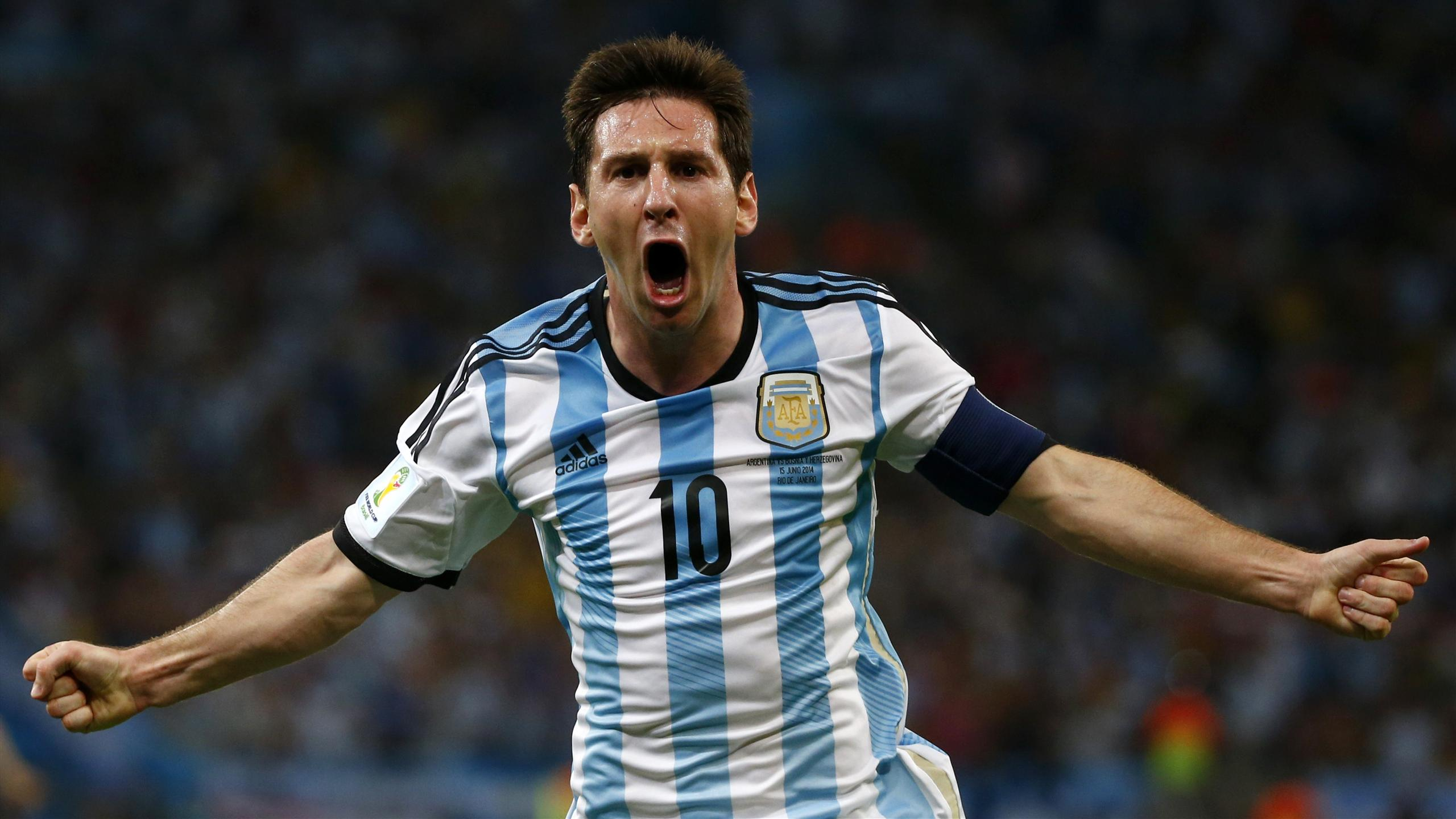 Lionel Messi high definition pictures in Argentina team jersey