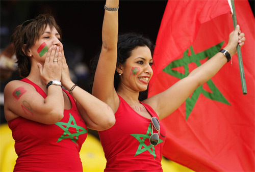 Morocco fans draw country flag on their face