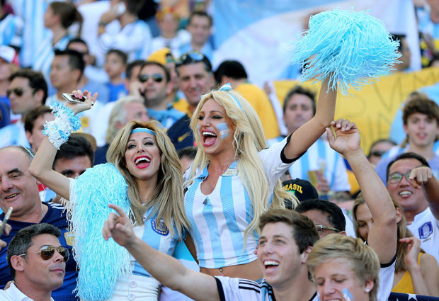 Argentina girls cheer their nation in world cup 2018