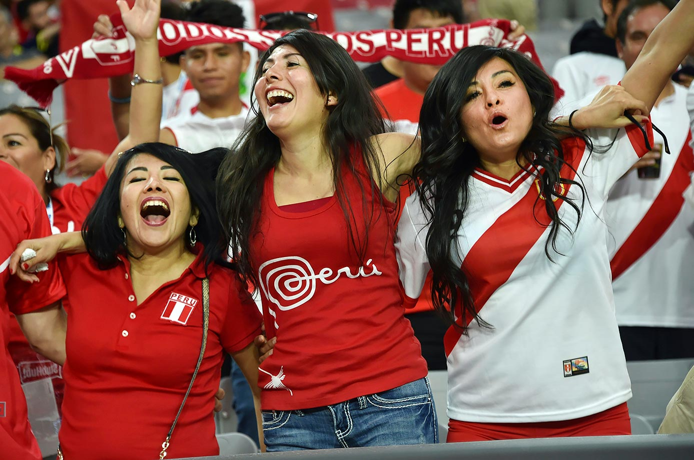 Peru football team girls cheer their nation