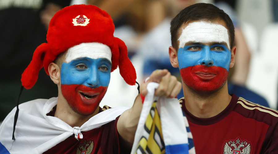Russia fans ready with colorfull face to cheer home country in world cup
