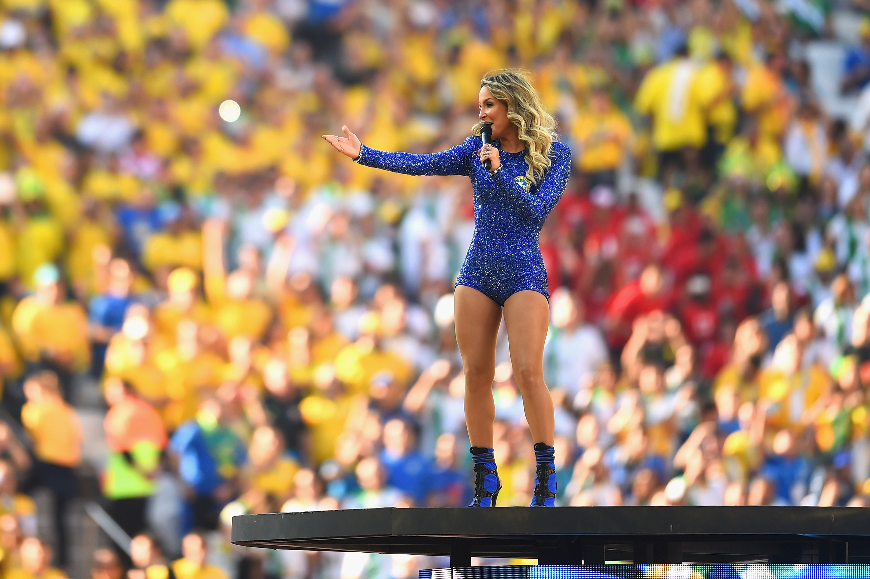 Singer-Claudia-Leitte-performance-in-world-cup-opening-ceremony